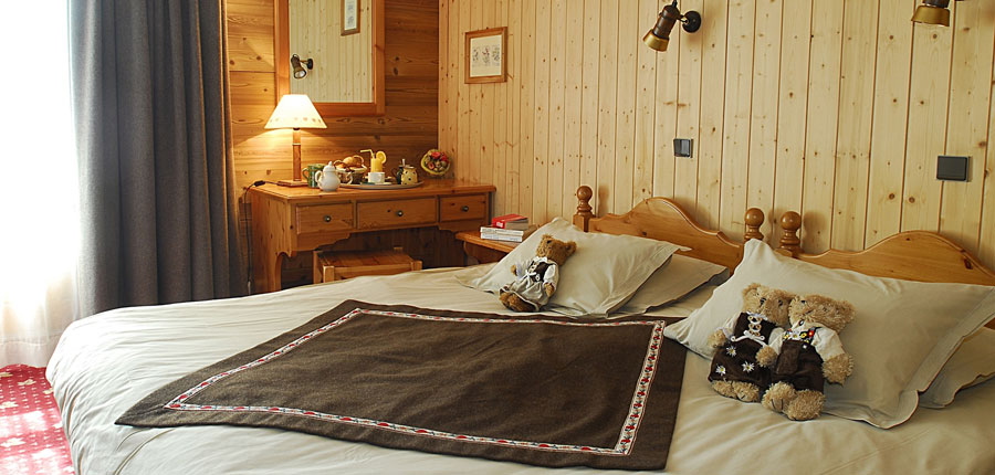 france_three-valleys-ski-area_val-thorens_hotel_le_sherpa_bedroom2.jpg
